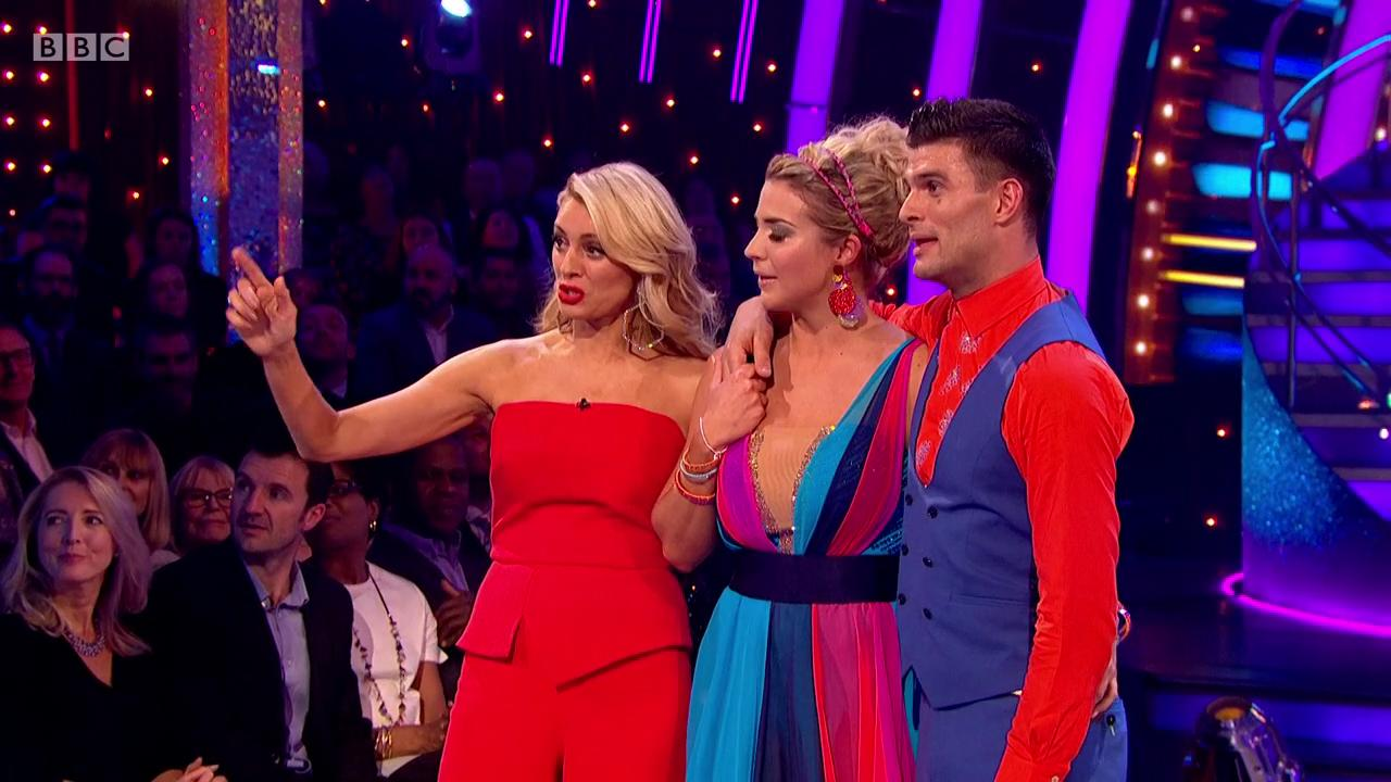 Downtown? Man down. Bruno is off his chair. 🤣 #Strictly #StricltyFinal https://t.co/zn7lglbjcV