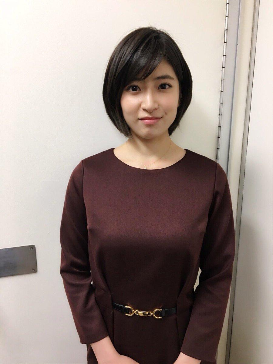 チョコブラウンのワンピースを着た南沢奈央