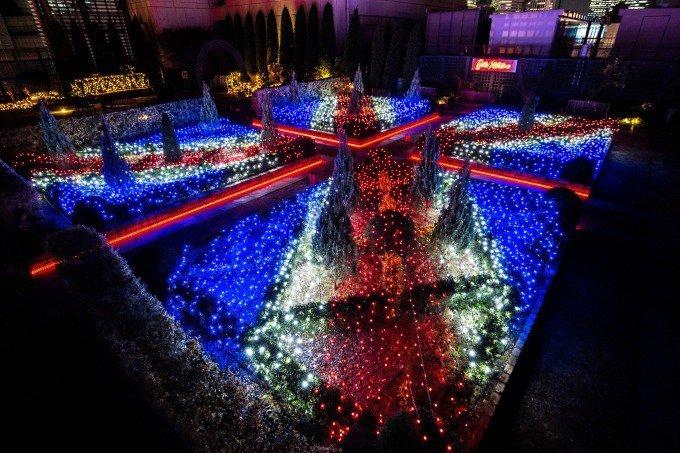 キャス キッドソンのイルミネーション、新宿マルイで - 英国式バラ園を照らすユニオンジャックの光 - https://t.co/cf6XKLJoUl