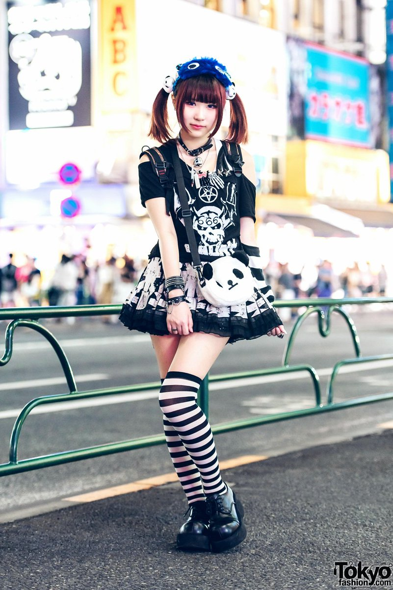 16-year-old @mua_cham on the street in Harajuku wearing a gothic style with items from HellcatPunks, Broken Doll, Glavil & Demonia  #原宿https://t.co/sK4ZjMF5iS