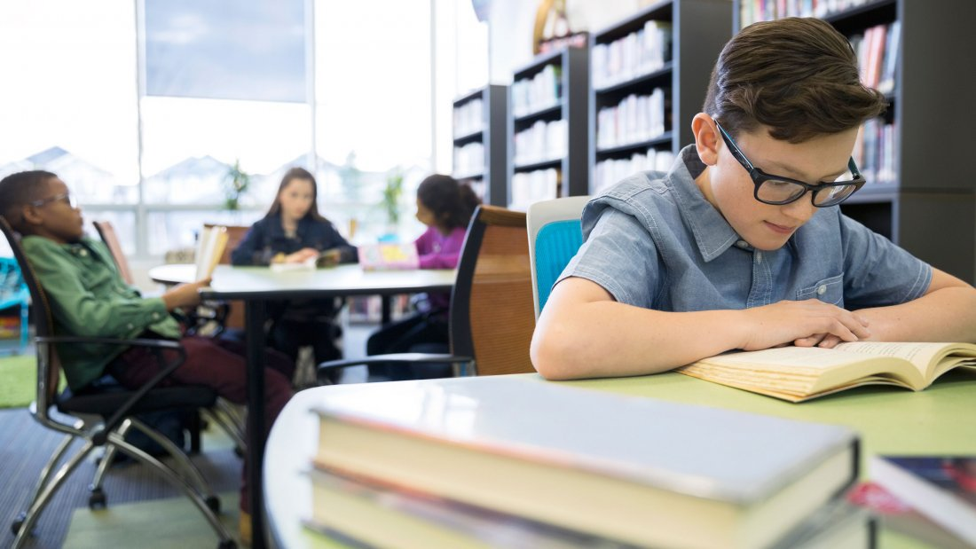 how computer affects a students reading Social issues: the effects of the internet provides students with a myriad of extra the negative effects of extensive computer use on social.