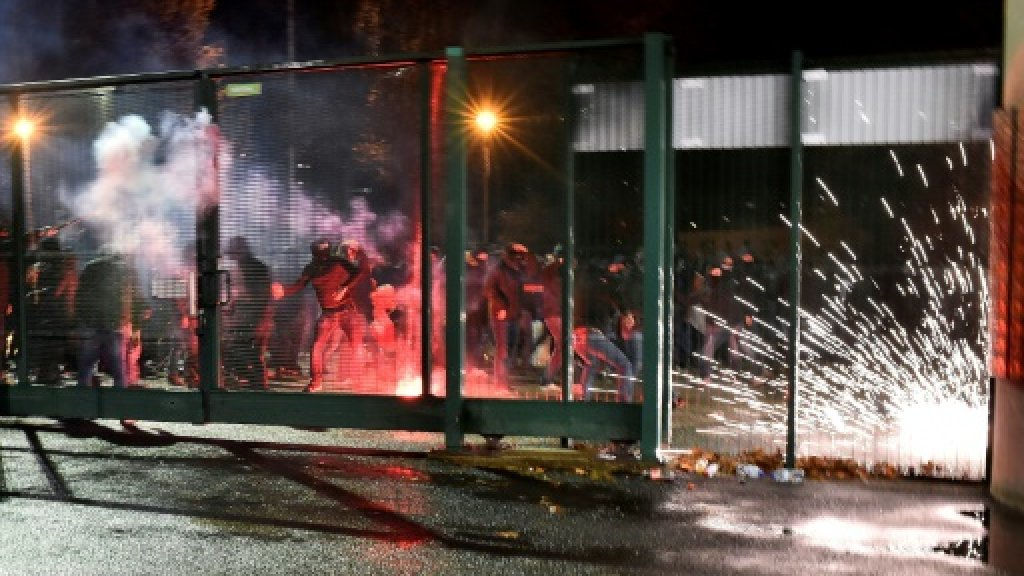 four police hurt in clashes with saint etienne ultras. Black Bedroom Furniture Sets. Home Design Ideas