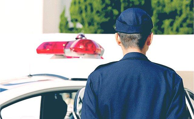 【怖すぎ】通路を塞いでいる小学生を注意…1カ月後、警察へ任意同行 https://t.co/NM6FrsFMR6  暴行の疑いがあるので、と言われたそう。今後子供が騒いでいたら、注意せずに通報するよう言われたとのこと。