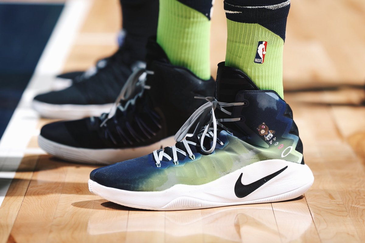"f93ec4c85846 Karl-anthony towns in the custom ""graduation"" nike hyperdunk 2016 by   kickstradomis tonight vs. phoenix"