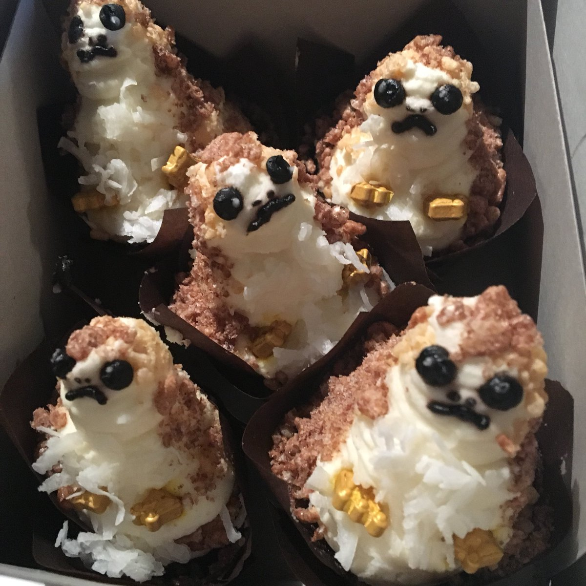 Amy Ratcliffe On Twitter I Ate Some Porgs With Some Pals Today