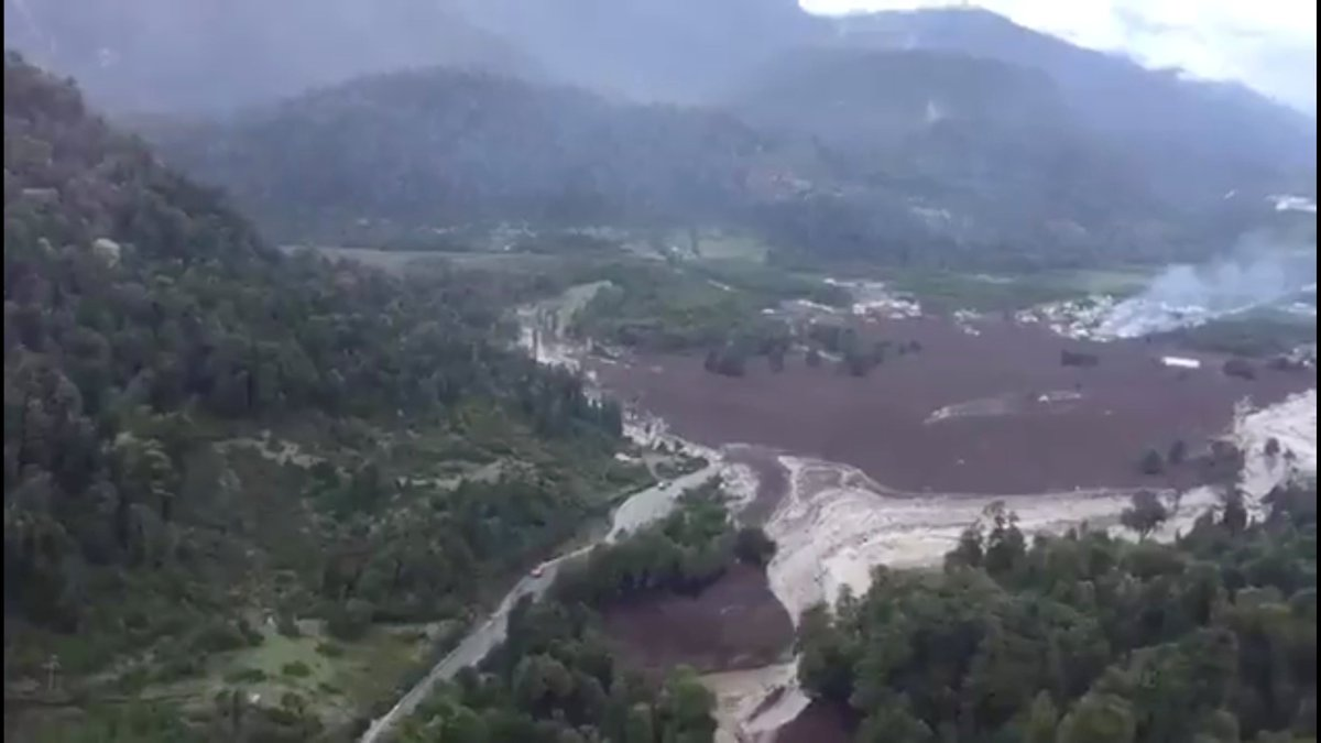 Five killed and at least 15 missing, after a torrential rain-triggered #landslide in southern #Chile's village of Villa Santa Lucía. President Michelle Bachelet has declared a state of emergency in the area.
