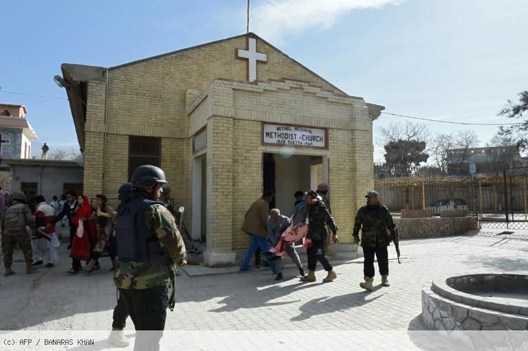 Pakistan: au moins cinq morts dans une attaque suicide contre une église (police) https://t.co/lprHUsuiYp