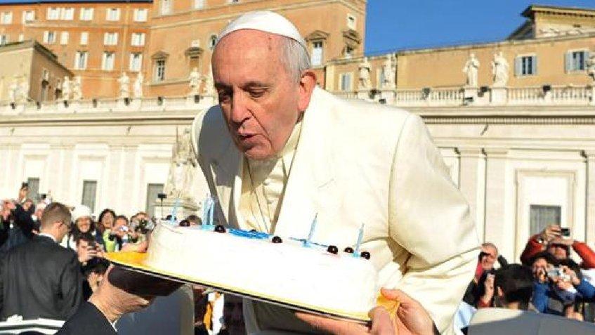#Internacionales | Papa cumple 81 años y celebra abogando por la alegría de los niños https://t.co/Y7Wlc3M5sM https://t.co/z0nAvGWcQT