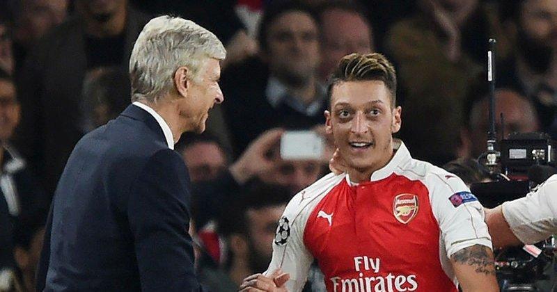 Wenger, Mesut Özil'in risk almasını isti...
