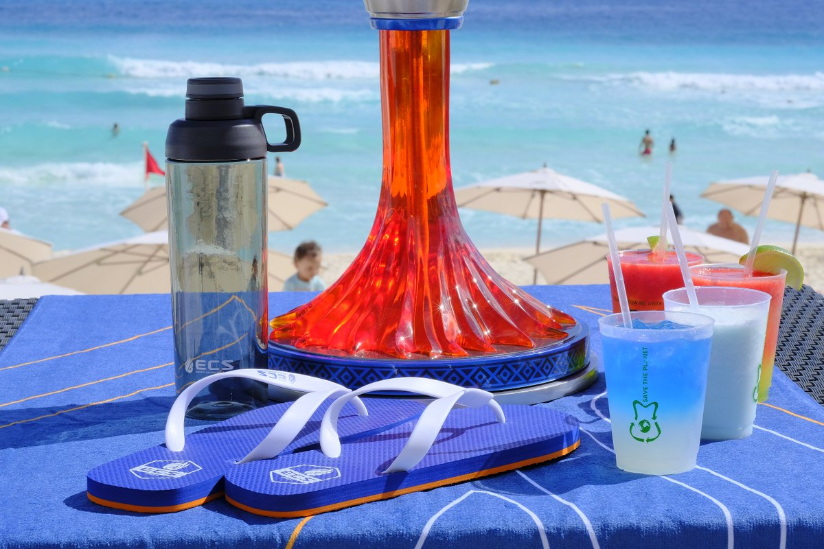 🎁 Win an EXCLUSIVE #ECS4 Goodie Bag including flip flops, towel, water bottle, and vest!  🔁 Simply RT to enter.   Must be following to win. Winner will be drawn Monday, 18th Dec @ 4PM GMT.  * May contain traces of sand  ECS Finals 🔴[LIVE] NOW:  http://gaming.youtube.com/faceit
