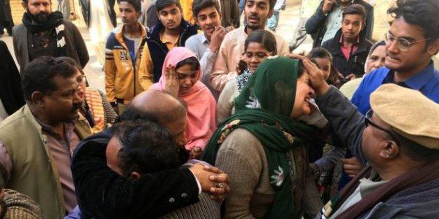 Pakistan'da kiliseye intihar saldırısı:...