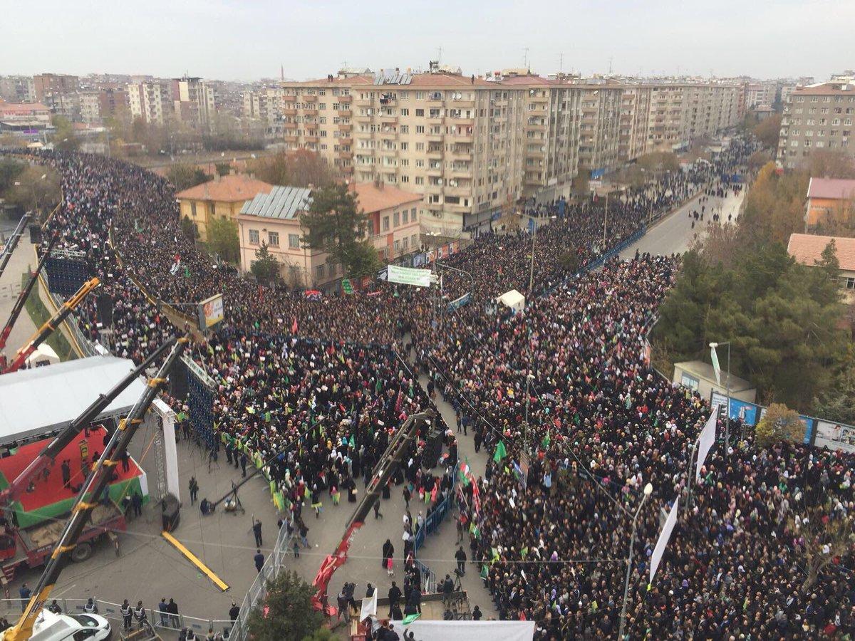 Diyarbakır'da onbinlerce kişi Kudüs için...