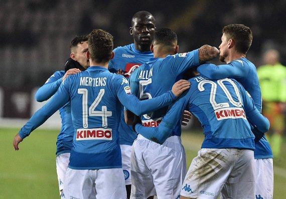 Nápoles toma la punta, Juventus asciende...