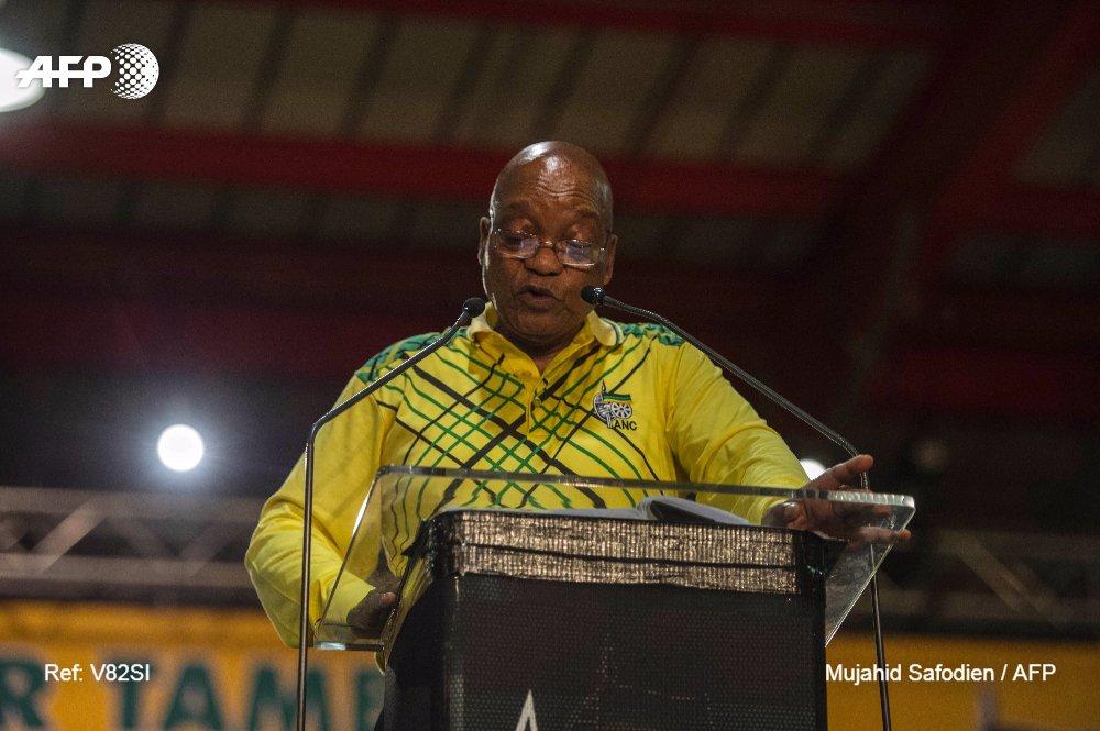 Zuma deja las riendas del gobernante Congreso Nacional Africano después de 10 años salpicados de escándalos de corrupción; Por @PhilippeAlfroy #AFP https://t.co/MpAjYOPqAU