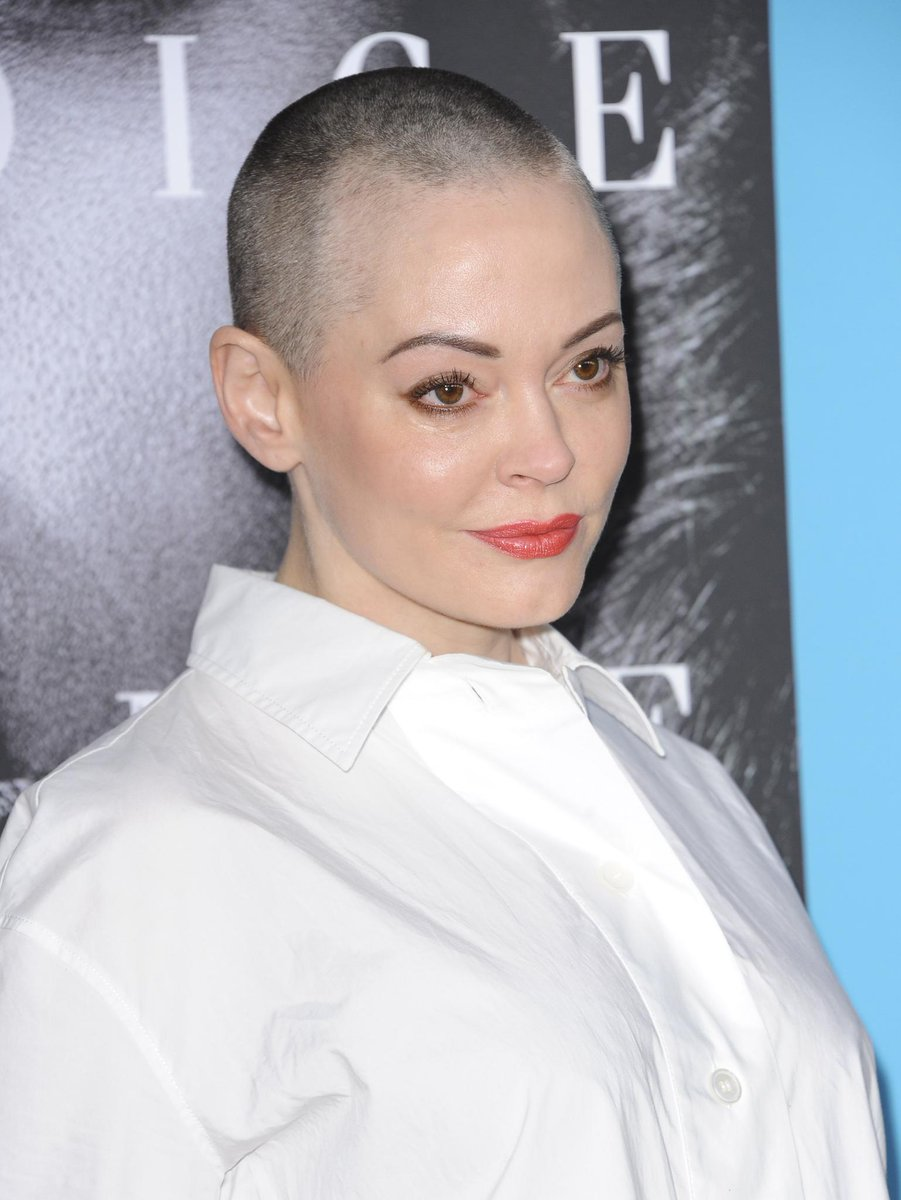 Rose McGowan is calling out actresses, including Meryl Streep, for their decision to wear black to the Golden Globes in 'silent protest' https://t.co/eAnF0SjrPn