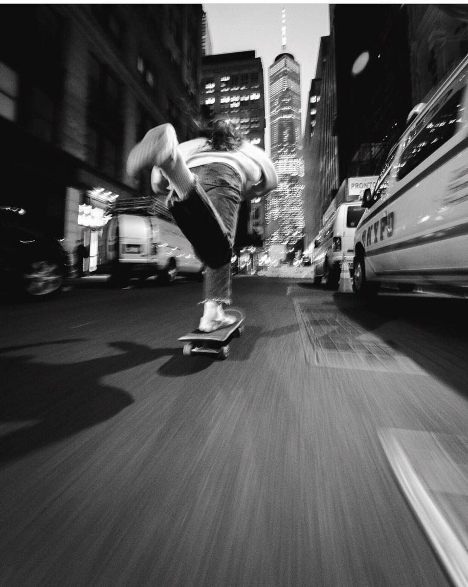 Familiar streets Spark memories  dreams Of shots Yet to be  Taken #hometownglory #NYC • • • 📸 @HumzaDeas #repost https://t.co/8LEGIax2o1