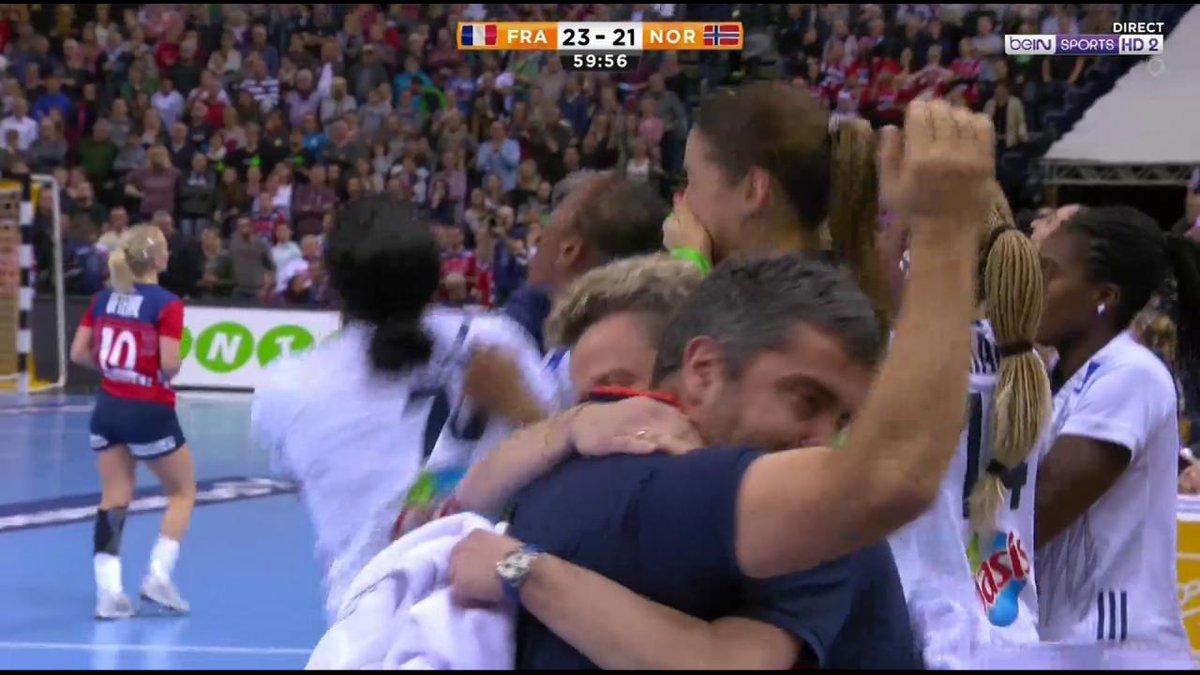 🏆🇫🇷 Cest fait ! La France remporte le Championnat du Monde féminin de handball !! 🤾♀️👏👏👏 #FRANOR