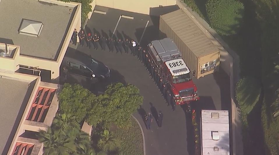 #LIVE Procession has departed from Ventura County medical examiner&#39;s office, will travel through 5 counties  http:// abc7.com/live/23340  &nbsp;  <br>http://pic.twitter.com/hrdz0IDeWz