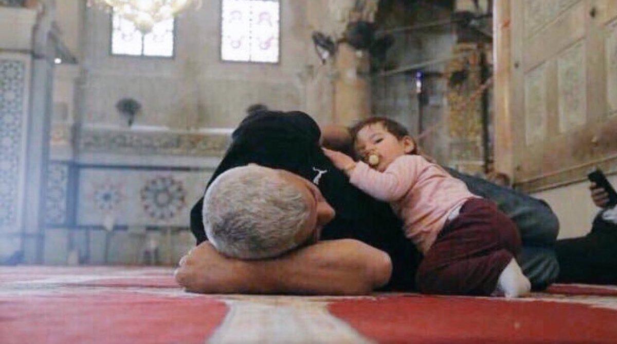 RT @1_Aqwal: الطفلة نامت في أمان الأب ، والأب نام في أمان الله : https://t.co/UuOCm0Tect