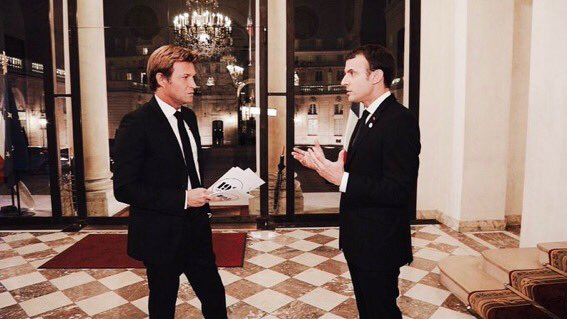 "One of most hard-hitting questions in Macron's interview: ""Here's the Christmas tree in the courtyard. It's the end of the year, what do you want to tell the French - don't be afraid?"". Deferential French journalism at its worst. #Macron20HWE"