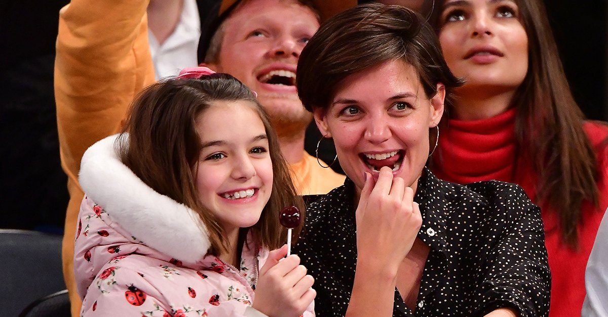 .@KatieHolmes212 and Suri Cruise are two of the cutest (and most fashionable!) basketball fans ever. ❤️ https://t.co/xoO3M1GBVI