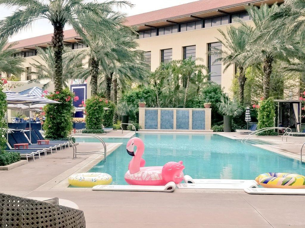 The pool at @HiltonWestPalm looks appetizing...even though it&#39;s cloudy. #LuxuryTravel #WestPalmBeach #Florida   <br>http://pic.twitter.com/Q7R1WRHH4u &ndash; à Hilton West Palm Beach