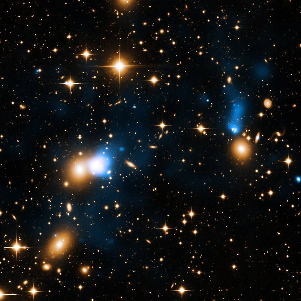 #Space: extraordinary ribbon of #hot #gas trailing behind a #galaxy like a #tail in galaxy #cluster Zwicky 8338 https://t.co/Stdj1ZATd5 via @NASA