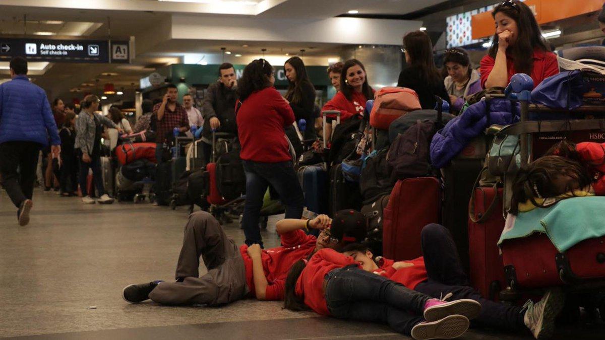 Más de 20.000 pasajeros afectados por la reprogramación de vuelos por el paro de la CGT https://t.co/TGwFrcF2Pr https://t.co/n5qvMZwnCy