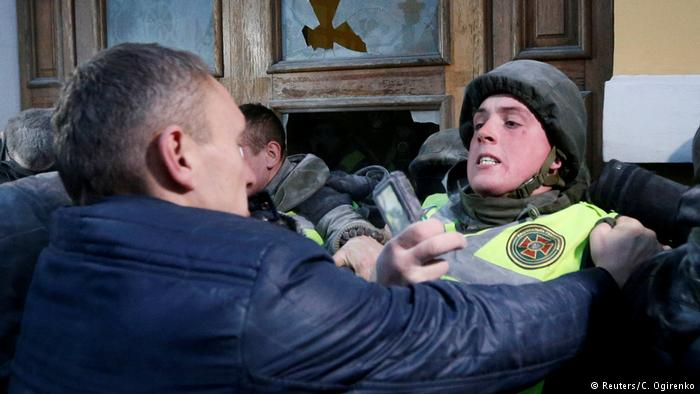 Саакашвили едва удержал митингующих от эскалации насилия https://t.co/J9NfX1I53j