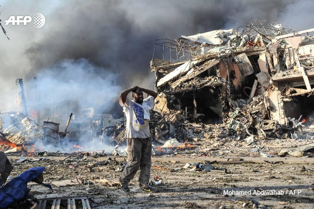 Plus de 350 morts dans l'attentat au camion piégé de Mogadiscio, le plus meurtrier de l'histoire de la Somalie, le 14 octobre.  📷 @Mo_Abdiwahab #AFP