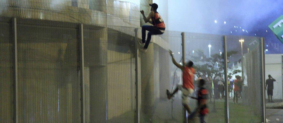 'Fantástico' divulga novas imagens de invasão ao Maracanã e MP e polícia tentam identificar autores https://t.co/M4vvkFm9cq