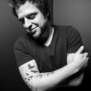 Lee DeWyze - Xmas Jamboree is now playing on https://t.co/rGEwc0HpH2 #STREAM  @leedewyze https://t.co/FKDLOdnHkm