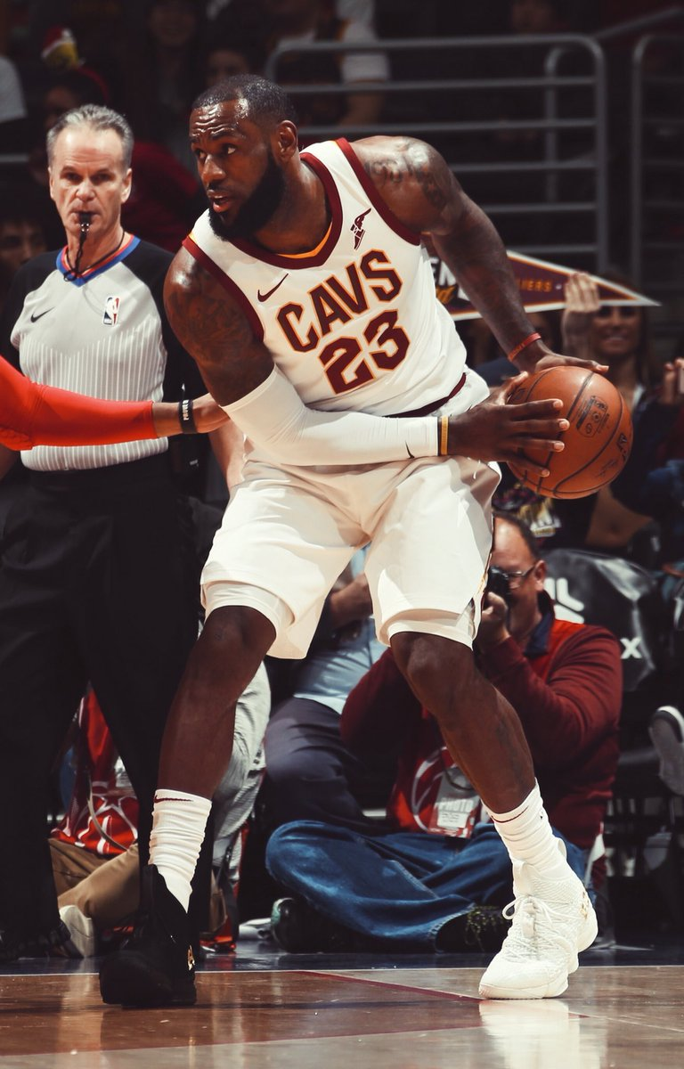 "a0023f5d484 LeBron James in the ""Equality"" Nike LeBron 15 PE tonight vs. Washingtonpic. twitter.com Nn9n6TU4Ax"