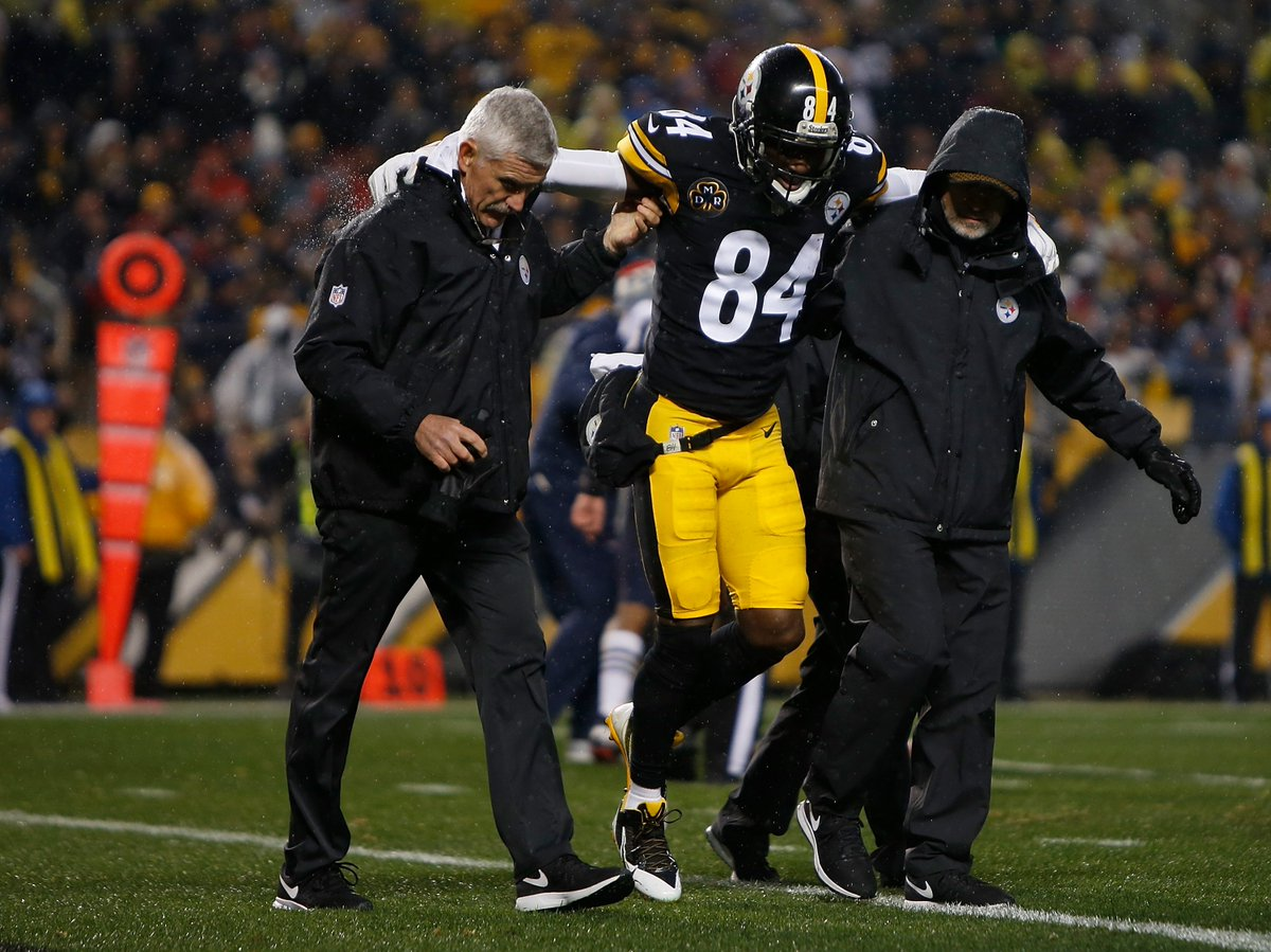 Antonio Brown has a partially torn calf muscle. He's unlikely to play next week but should be back for the playoffs, per @AdamSchefter