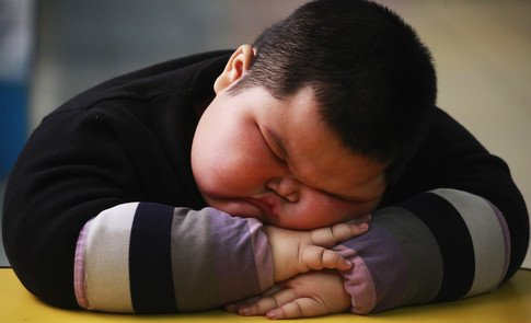 The number of obese children is about to overtake the number of underweight for the first time  http:// wef.ch/2CzoB7s  &nbsp;   #health <br>http://pic.twitter.com/scjuUK38zH