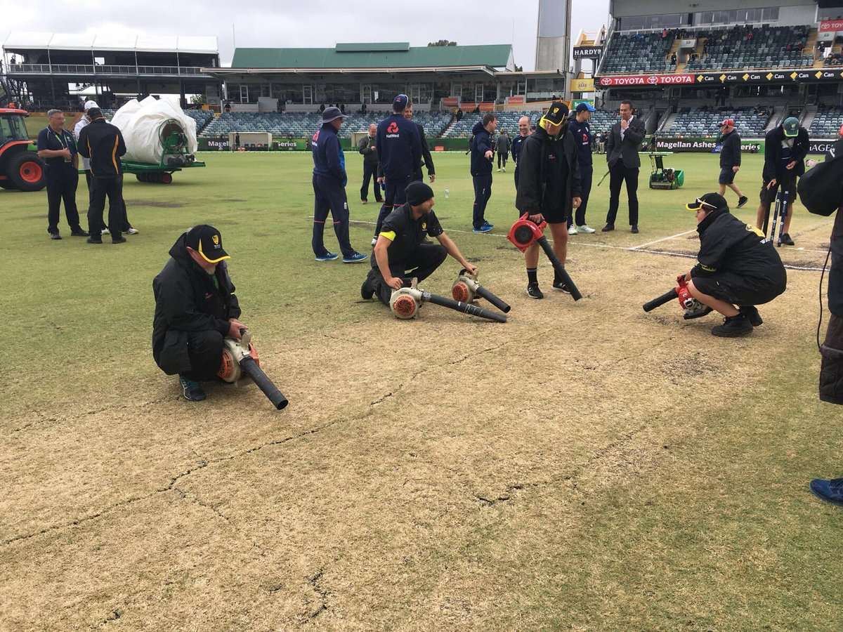 Ashes 2017/18: Watch - Groundsman Floored by Rain Covers at the WACA