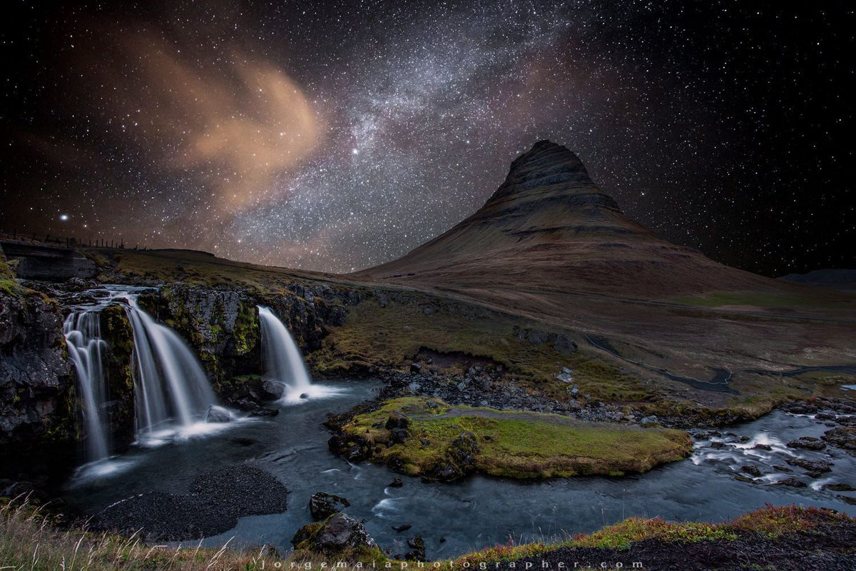 #Space: the beautiful Kirkjufell mountain in #Iceland under the watch of a faint #aurora & the . ! #MilkyWay  #GoodMorningviahttps://t.co/1ZHtjfRU0r @500px