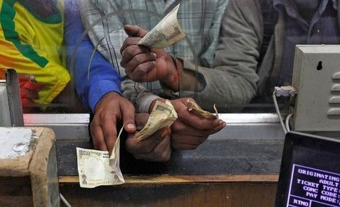 A year after #India killed cash, here&#39;s what we can learn  http:// wef.ch/2iLWwVs  &nbsp;   #cashless<br>http://pic.twitter.com/cENFg5Qqjf
