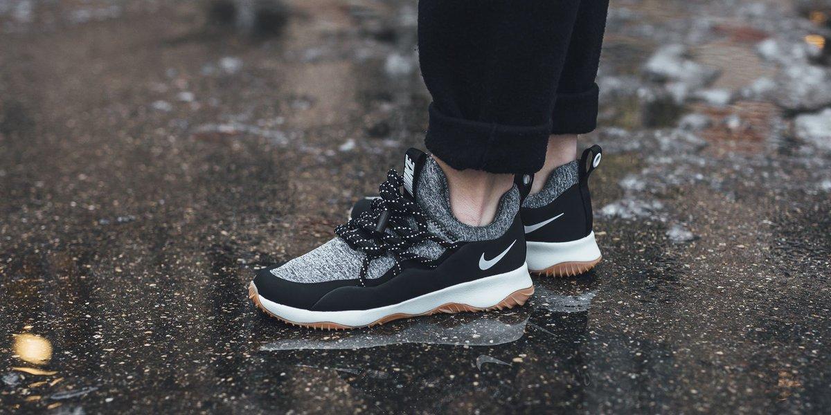 Nike Wmns Nike City Loop - Black/Summit White-Gum Med Brown SHOP HERE:  https://t.co/gkAhKUPYUe…