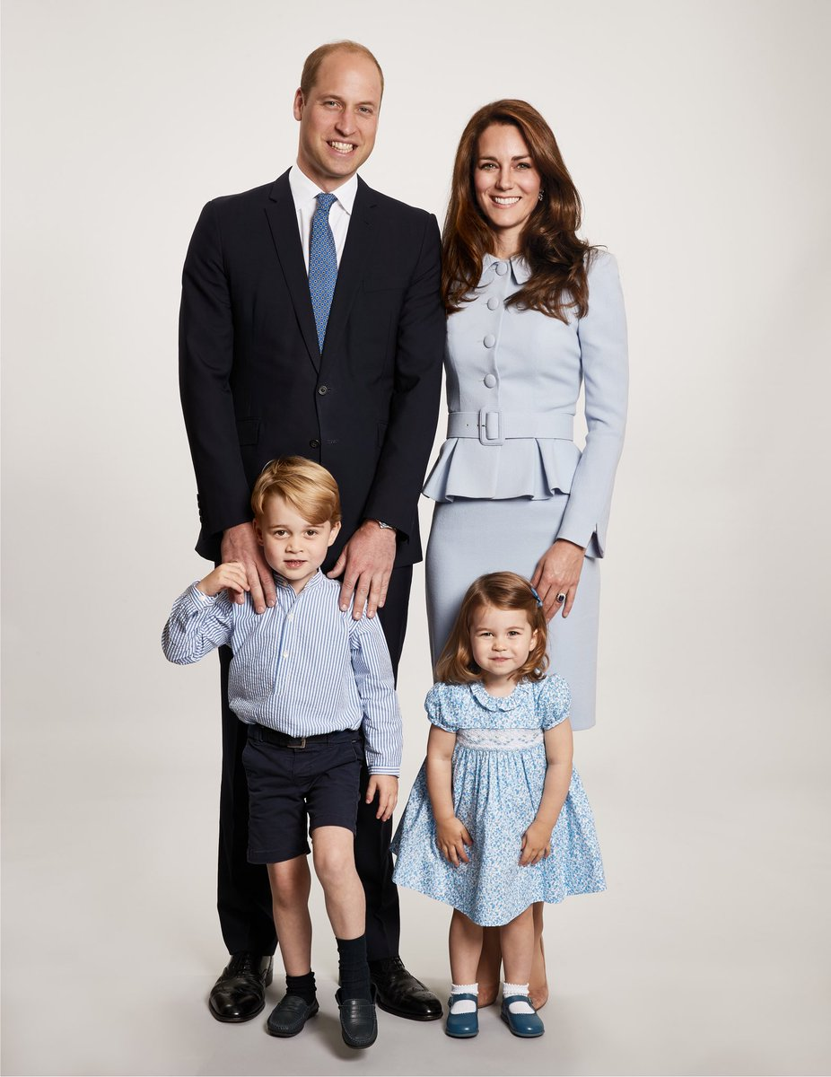 Duke and Duchess of Cambridge Prince William,Kate and their kids in adorable Christmas Card