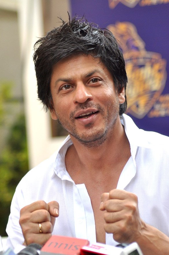 From playing a NASA Engineer in #Swades, @iamsrk is set to play #India &#39;s 1st Space Astronaut in #RakeshSharmaBiopic<br>http://pic.twitter.com/8eZeFIUxvI