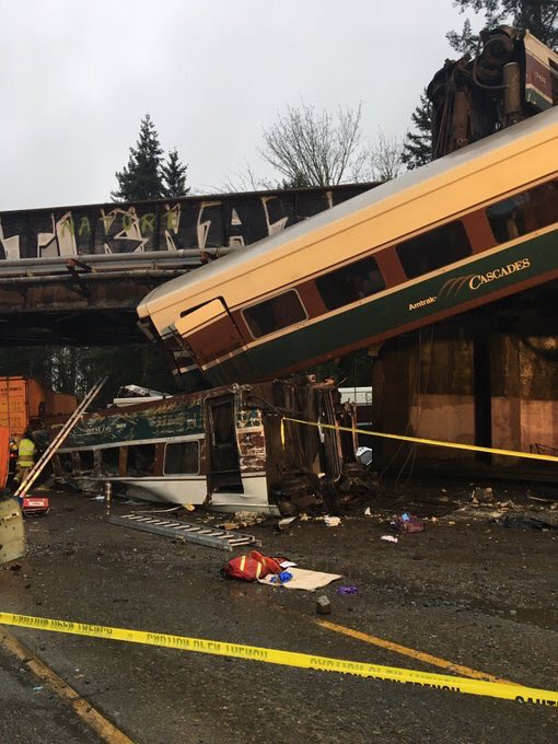 New photo of the Washington Amtrak crash via @wspd1pio.