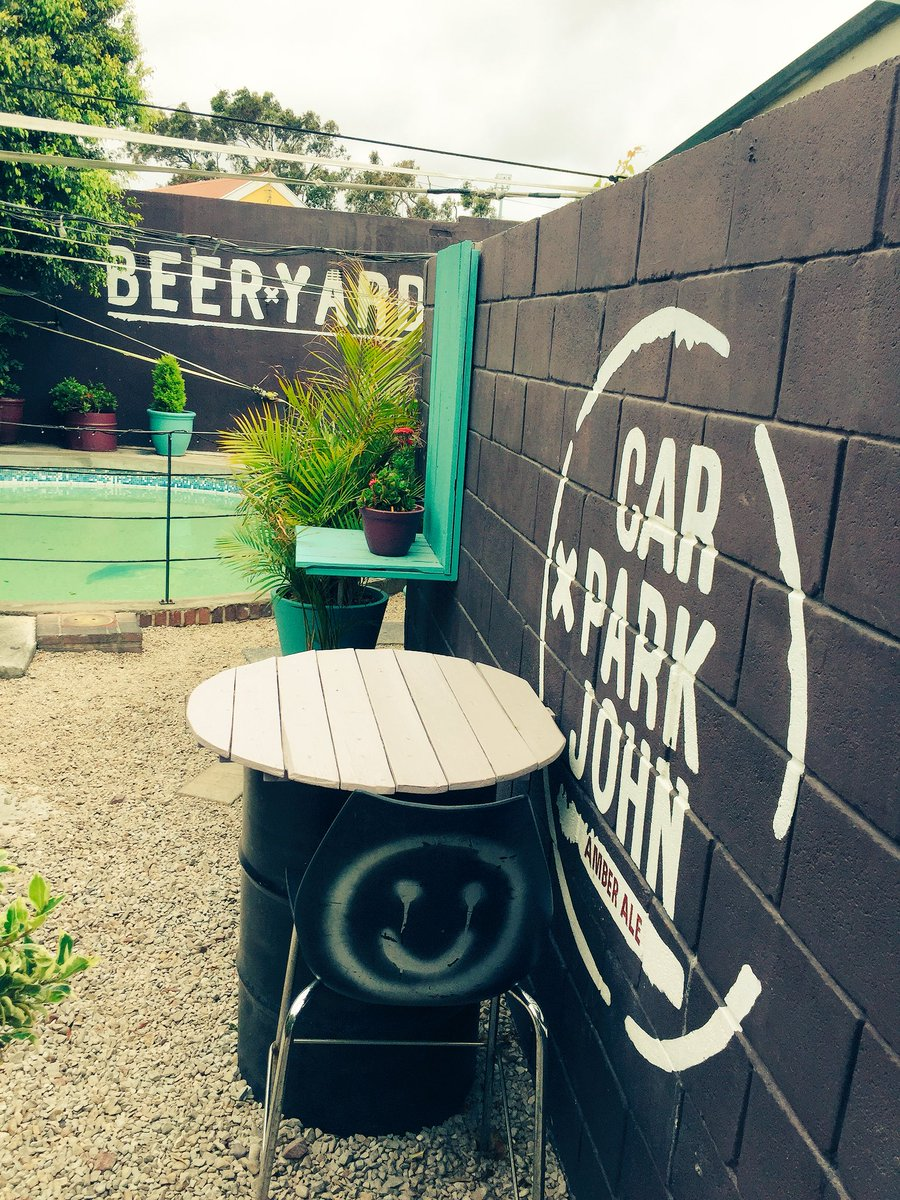 At @BeeryardPE with the bud, Beer and burger time #CraftBeer #Beer #Burger #Foodie #BeerYard #CarParkJohn #AmberAle <br>http://pic.twitter.com/HHicE9pFbT