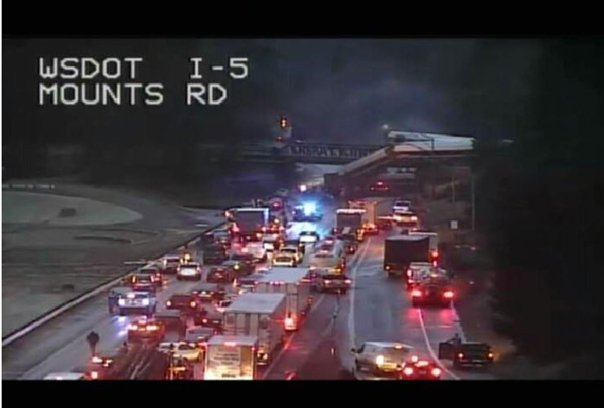 Derailed train falls off bridge onto I-5 lanes south of Tacoma >> https://t.co/wJH2vBWF7C