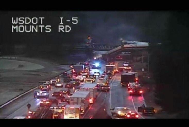 Amtrak train derails, dangles over interstate in Washington state https://t.co/4LU209Ewtl