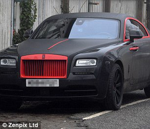 Romelu Lukaku paints £250,000 Rolls Royce Ghost in Manchester United's famous red and black colours https://t.co/WtQKe2aeq8