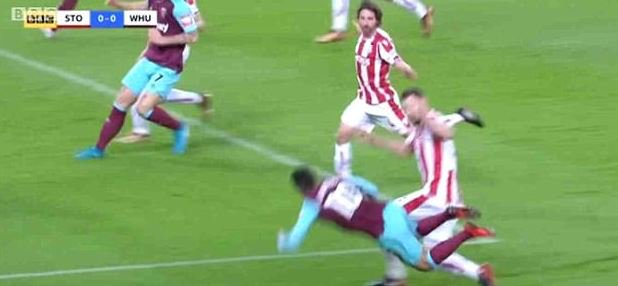 Manuel Lanzini becomes second Premier League player to be hit with diving charge after winning a controversial penalty in the victory over Stoke https://t.co/2BcU1hwzR0
