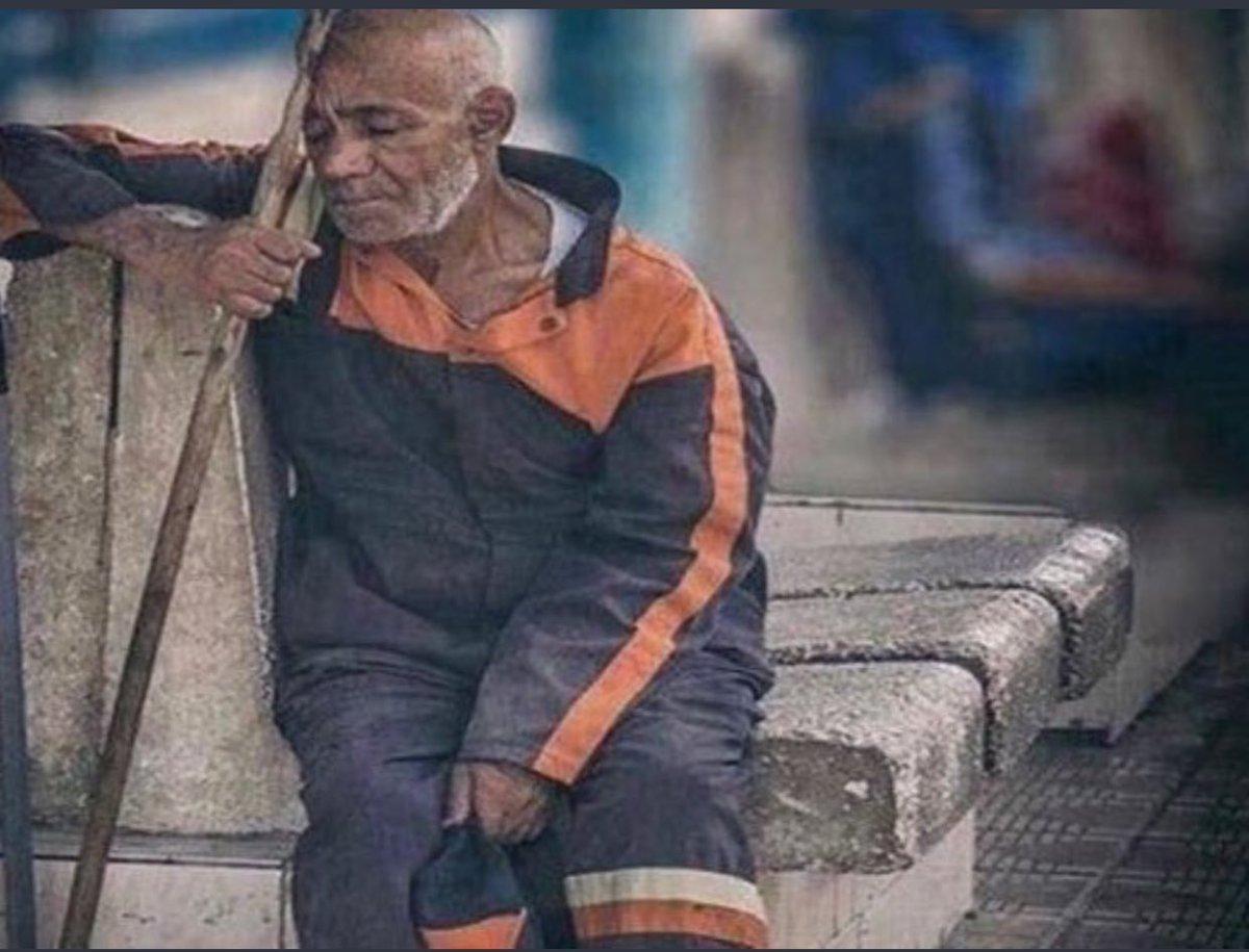 RT @1_Aqwal: تذكر أن كل ورقة ترميها في الشارع ، قد ينحني لها رجل مثل عمر أبيك . https://t.co/IlLXhNs3q6
