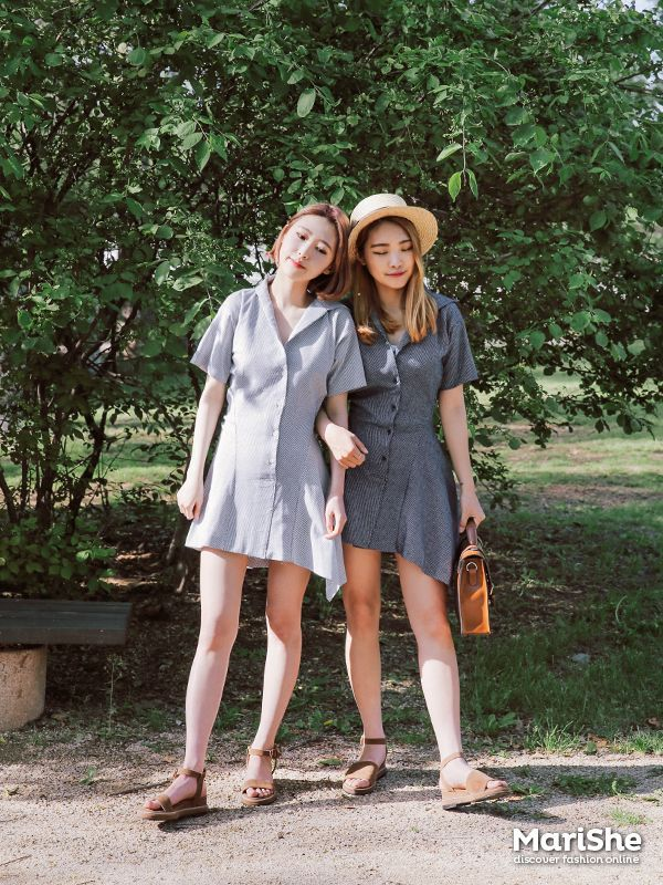 ba8f7e6aad7 Popular fashion trend in Korea  Twin Look Dressing similarly with best  friends… ...