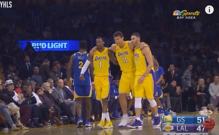 【影片】Lopez嘗試封蓋KD落地後右腳崴傷 被攙扶回更衣室